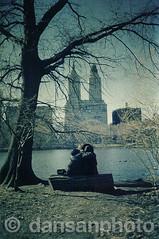 Central Park couple, New York (dansanphoto) Tags: bw ny newyork film centralpark 1999 nikonfm2 nuevayork dansanphoto danielsanchezalonso