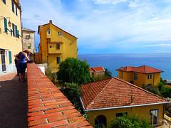 Maria & Matteo. (Maga Dias) Tags: city sky azul architecture italia maria maga imperia abigfave