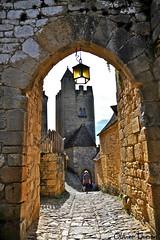 La porte veuve et la tour du couvent,  Beynac-et-Cazenac (Olivier Thirion) Tags: france dordogne nikond3 perigord olivierthirion nikon24120f4 nikon1424f4 departementdeladordogne eglisedebeynacetcazenac