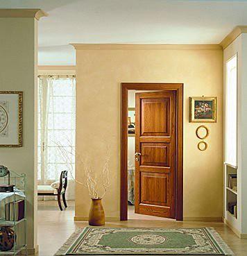 puerta-abatible-de-madera-maciza