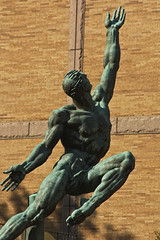 Quest eternal (michael_hamburg69) Tags: sculpture usa male statue boston bronze america ma artist unitedstates massachusetts newengland skulptur amerika figur sculptor prudentialcenter pru künstler neuengland donalddelue bildhauer questeternal