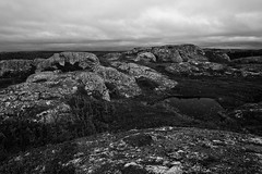 Canadian shield / Bouclier canadien (baldenbe (on/off)) Tags: bw forest nikon noiretblanc north canadian nb shore granite shield 24mm cote nikkor fort nord canadien bouclier d700 shedrake
