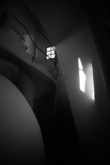 Inside Casa Battlo (filsduvent59) Tags: barcelona blackandwhite bw architecture spain noiretblanc gaudi 7d espagne barcelone battlo catalogne sigma1020 canon7d