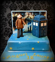 Doctor Who cake (Fantasticakes (Ccile)) Tags: doctorwho tardis flickrestrellas sugarmodelling
