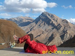 Eric Lon yoga at Demul (11) (Eric Lon) Tags: india cold yoga energy dynamic tibet heat practice souffle himalaya breathe froid warming spiti breathing inde tibetain himalayen chaleur activate respiration ericlon rechauffer demul acriver