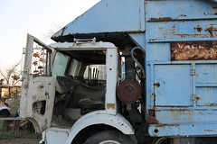 White / Bemars-Maxon (Scott (tm242)) Tags: white classic trash truck square garbage body pack valley half trucks fl refuse recycle recycling ribbed bakersfield compact fel maxon halfpack xpeditor bemars