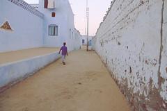 The (Blue) Wall (faerie_eriu) Tags: travel blue house muro wall landscape casa sand ancient blu egypt viaggio nubia egitto paesaggio faerie sabbia villaggio thebluewall canon50d ilmuroblu