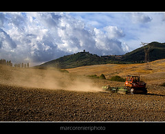 Lavorare la terra (marcorenieri) Tags: