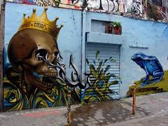 D'Jalouz / Caligre / Loul (//DannyBoy//) Tags: blue paris skull graffiti frog crown grenouille bleue streeart crâne vanité couronne loul desnoyers caligr djalouz
