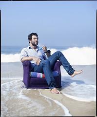 Marcos Leta (Daryan Dornelles/Fotonauta) Tags: portrait feet praia rio retrato barefoot pies descalzo empresario sucodobem daryandornelles marcosleta