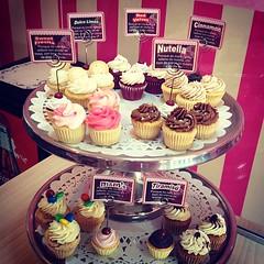 @sweetcakesve: Maana fiesta privada, Te esperamos hoy para que te recargues de los mejores cupcakes de la ciudad y tengas un fin de semana sper dulce  #lecheria #sweetcakesstore #puertolacruz #cupcakery #bakery (Sweet Cakes Store) Tags: cakes square de cupcakes yummy y venezuela tienda cupcake squareformat tortas lecheria sweetcakes ponques iphoneography instagramapp xproii uploaded:by=instagram sweetcakesstore sweetcakesve