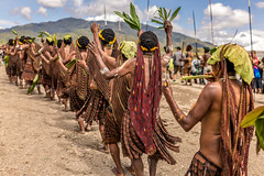 Dancing with Noken (tehhanlin) Tags: indonesia papua westpapua irianjaya nusantara honai noken wamena sony a7r2 a7rm2 ngc travel portrait humaninterest sukudani jayapura koteka