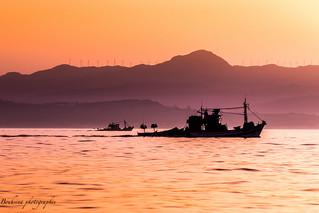 Les silhouettes des pêcheurs.