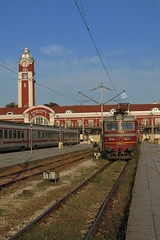 Railway station Varna with electric locomotive 44.062 (lyura183) Tags: bulgaria railway train bdz bd station      koda skoda varna