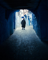 Passage (cafard cosmique) Tags: africa mountain photography photo foto image northafrica morocco maroc chaouen chefchaouen marruecos marokko rif marrocos afrique chefchouen xaouen chouen afriquedunord    bluetowncity
