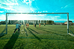 Footsun. (Nicolas Dillies) Tags: blue sky sun green clouds children soleil football goal soccer lawn vert bleu ciel enfants but nuages pelouse 14mm samyang d700