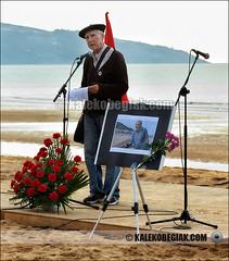 (Soniko | Kaleko Begiak) Tags: country muerte basco popolo bizkaia basque vasco euskadi vizcaya hb pais laida baskenland homenaje agurra batasuna paesi izquierda baschi herri txomin abertzale omenaldia agur fallecimiento ezker abertzalea ziluaga