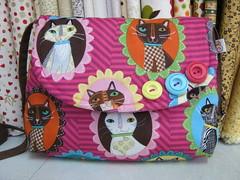 Bolsa com estampa de gatos (Zion Artes por Silvana Dias) Tags: botão patchwork bolsa bolsinha bolsapatchwork bolsatecido tecidoimportado tecidogatos zionartes