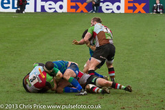 A little squabble (PriceyBoy2010) Tags: sport rugby connacht quins harlequins jamesjohnston quinsrugby joegray joemarler