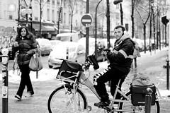 Postman under the snow B&W - Paris (nbrossault) Tags: street bw white snow black paris france canon noiretblanc streetphoto neige rue eos550d