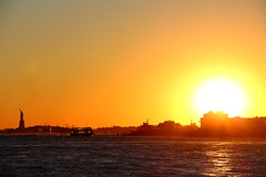 Liberty & Sunset (Aidan Formigoni) Tags: nyc newyorkcity sunset pordosol sea usa sun ny newyork sol statue liberty boat mar barco manhattan eua statueofliberty