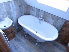 3426 Holiday let (Andy panomaniacanonymous) Tags: 20160815 bath bathroom bbb ccc checksfield hhh holidaycottage holidaylet kent lll selfcatering sss tiles ttt washbasin woodeffect www