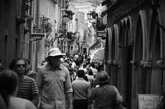 turisti (Camillo diB ()) Tags: taormina sicilia italia turisti shopping