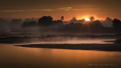Juste le soleil (Bertrand Thifaine) Tags: soleillevant loire fleuve leverdujour brume orange d750 automne eau rive soleil ancenis