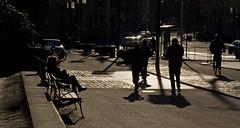 Sol bajo (mandoft) Tags: persona estocolmo contraluz sweden stockholm sombra gente calle suecia stockholmsln se