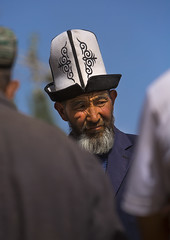Kyrgyz Man, Opal Village Market, Xinjiang, China, Xinjiang Uyghur Autonomous Region, China (Eric Lafforgue) Tags: china travel portrait people man tourism vertical beard outside person photography town clothing asia day adult outdoor muslim chinese oldman wise uighur xinjiang silkroad daytime facialhair uyghur rearview custom minority wrinkle anthropology ethnicity sociology headwear eastasia peoplesrepublicofchina autonomy dayview humanhair turkic partof 3people senioradult seniorman kyrgyzhat humanright uygur whitebeard threepeople ouigour colorpicture threepersons unrecognizablepeople adultonly headandshoulder colourimage ethnicgroup chineseturkestan xinjiangprovince kachgar traditionalhat unrecognizableperson colourpicture xinjianguyghurautonomousregion akkalpak easternandcentralasia turkicethnicgroup countycitylevel qeqer eti8366