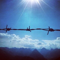 Barbwire (C_MC_FL) Tags: blue sky sun sunlight mountains alps nature clouds fence square photography austria tirol sterreich focus fotografie cloudy natur himmel wolken berge smartphone format rays alpen blau zaun sonne barbwire tyrol sonnenstrahlen gettyimages fokus sonnenlicht bewlkt stacheldrath instagram