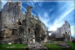 Middleham Castle. (Bob__Gilmour) Tags: old sky building castle history interesting ancient ruins stones border sightseeing medieval historical englishhistory ancientmonument middleham archecture placeofinterest