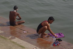 """Lavandiers"" (Novembre 2012) (Ostrevents) Tags: india man river naked nude bath nu gang briefs laundry bain slip torso sensuality linge ganga homme torse inde lavage fleuve gange chn waching vanarasi sensualit lavandier bnares langota ostrevents"