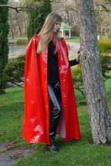 Rotes Lackcape (sari40) Tags: vintage vinyl rubber cape raincoat pvc raincape regenmantel regencape lackmantel rubbercape lackcape