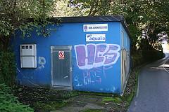aqualia (Jusotil_1943) Tags: domingo fachada azul caseta agua deposito contadores human puerta prohibir entrearboles arboles