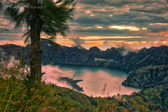 sunset over Rinjani (kingamesaros) Tags: segara anak segaraanak lake sunset sunrise green red sky landscape mountain rocks indonesia rinjani lombok