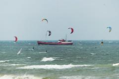 Kitesurfers en Trip Junior (Olga and Peter) Tags: nederland scheveningen kitesurfing fp1120538