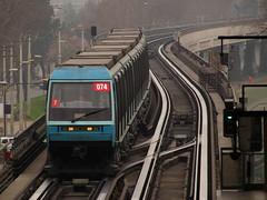 Metro De Santiago - Las Parcelas (Transportes Marcometro) Tags: metrodesantiago alstom ns93 mp89 n2074 aireacondicionado airconditioned viaducto viaductoelevado elevatedviaduct lasparcelas pajaritos maipu santiago chile