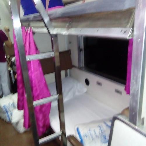 Ночью по таю. Настоящий #поезд #train36 ночной с постелью да с белым одеялом и кондиционер отлично настроен не холодно #скорость #обалдеть #railway #жд #хождениезатриморя #padangbesar #huahin