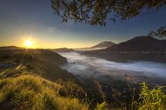 Sang Surya (Pandu Adnyana Photography Tour) Tags: baliphotographytour baliphotographyguide balitravelphotography balilandscapephotography balilandscapetour balilandscape bali indonesia batur mount lake sunrise fog dawn valley pinggan