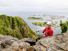 topping out on lundeklubben // a magic climb (Mari Hagen) Tags: summer nature norway climbing lofoten trad henningsvr 510b festvg magicislands lundeklubben