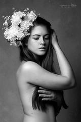 Dainty (Malia Len ) Tags: flowers woman white black flores girl beautiful face canon studio mujer pretty arms malia dainty elegante delicado malialeon
