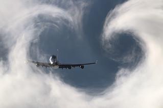 PH-BFK KLM 747 cloudbusting
