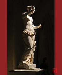 La Vénus d'Arles 2/2 (mamnic47 - Over 7 millions views.Thks!) Tags: statues exposition versailles vernissage nuit img5651 versailleschateaudeversailles 12112012 versaillesetlantique lavénusdarles