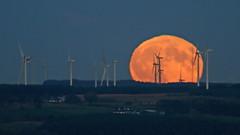 Moonrise over Whitelee - 1 (Richard W2008) Tags: moon moonrise windturbines