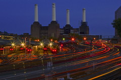 Power (AndreaPucci) Tags: uk london animal trails trains pinkfloyd battersea londra powerstation regnounito pimlico batterseapowerstation victoriastation treni canonef24105mmf4lis scie canoneos60 andreapucci pinkfloydanimal