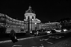 L'institut de France (Paolo Pizzimenti) Tags: paris film paolo olympus dxo rue nuit zuiko f28 institut langue voitures argentique clochard e5 1122mm