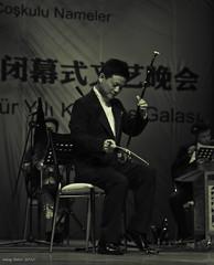 Erhu performance (Deng Jiandong) - Merry Melodies night of the Old Silk Road (oskaybatur) Tags: china bw music turkey concert december pentax stage trkiye trkei erhu instrument silkroad bolu konser ipekyolu siyahbeyaz mzik justpentax pentaxkr sigma1770f284dcmacrooshsm abantizzetbaysalniversitesi dengjiandong