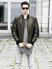 Mans Bomberjacket Fashion (vanes_hud) Tags: fashion male model man bomberjacke bomberjacket bomber highfashion green cute hot hottie denim jean glnzend gay shiny rayban sonnenbrille sunglass sunglasses supra chav cutie skinny tigha trendfashion trendy trend mode mnner mann jungs