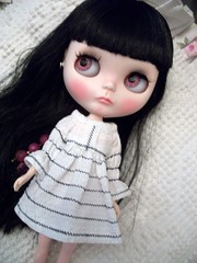 Sweetpea in white..... (simplychictiques) Tags: blackcherrycustomblythedoll blythe ooakcustomizedblythe factorycustom ravenhairs fringecut childlike blytheinwhite opheliaqueendress hpolyinwonderlandeyechips cute sweetpea